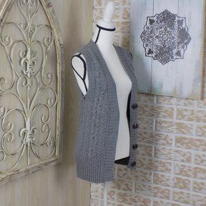 ❤Banana Republic sweater vest with snap bottons